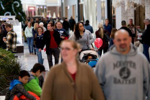 Personas en un centro comercial