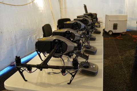 Drone con sistema de paracídas