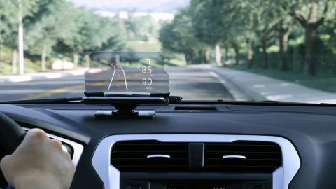 Qué es y cómo funciona el Head-up display en los coches