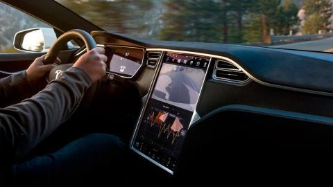 Tesla Model S (interior)