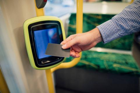 Pago contactless con tarjet autobús