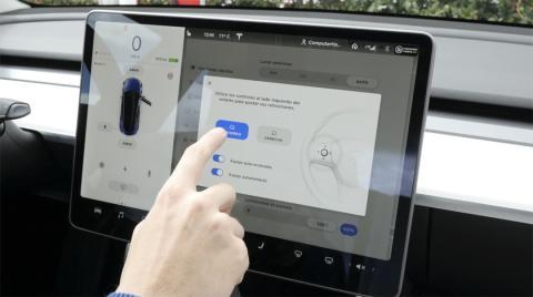 Ajustar los retrovisores en el Tesla Model 3
