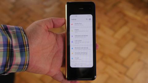 d8e542a157b Es un smartphone pesado, son 262 gramos, el más pesado de los que Samsung  ha lanzado últimamente pasando de largo los 202 gramos del Galaxy Note 9,  ...