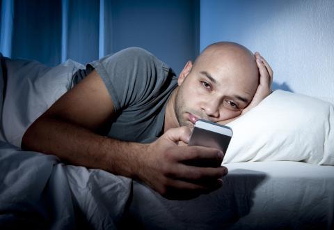 Adicción al móvil en la cama