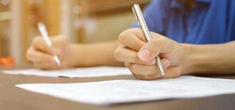Examen estudiante universidad bolígrafo