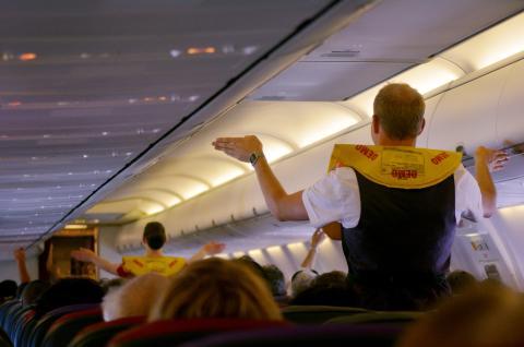 Azafato en un avión