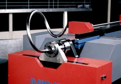 Máquina dobladora de tubos