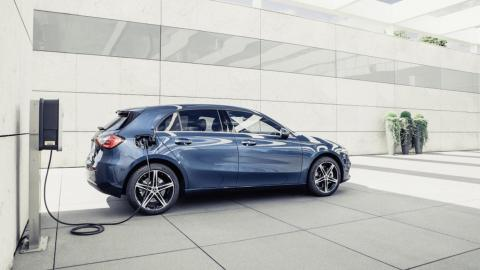 Mercedes-Benz lleva los híbridos enchufables hasta la Clase A y Clase B