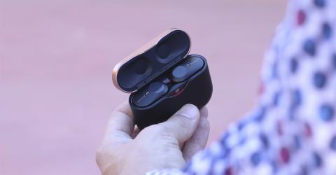 Sony WF-1000XM3 con el estuche