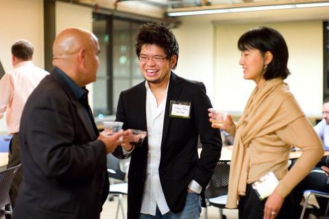 Steve Chen, fundador de YouTube, en el centro