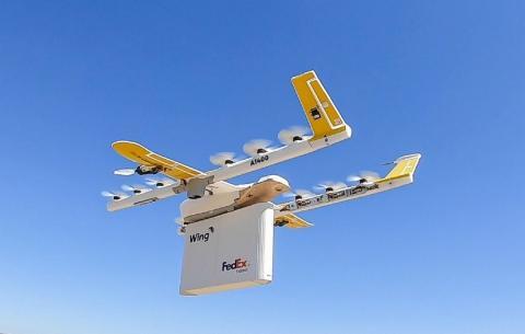 Dron entregando un paquete