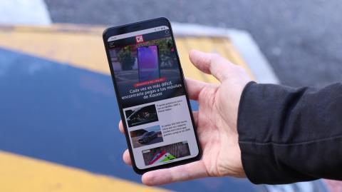 El móvil de Google Pixel 4 XL en la mano