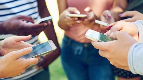 Adolescentes móviles
