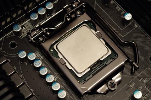 Procesador Intel Core i5 montado en una placa base