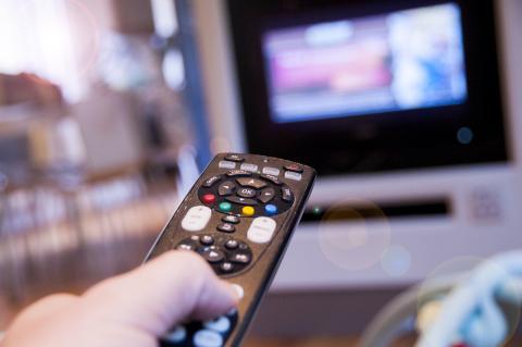 Televisor con mando a distancia