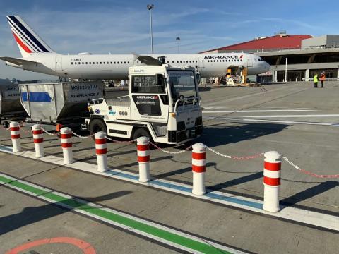 Camión autónomo y eléctrico aeropuerto