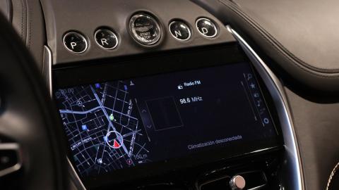 Navegador Aston Martin DBX