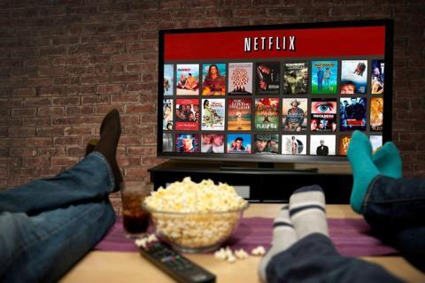 Gente viendo Netflix