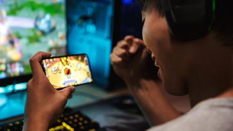 Jugar con smartphone