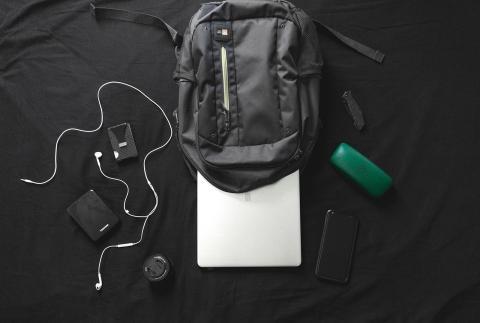 Mochila con portátil y accesorios