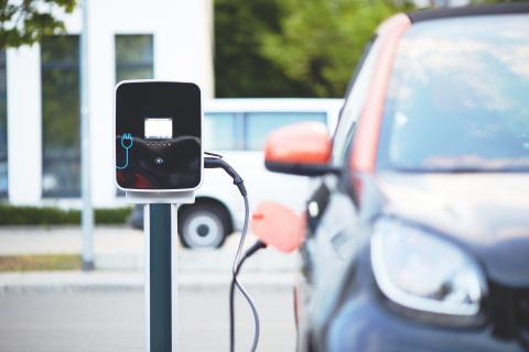 Recargar coche eléctrico