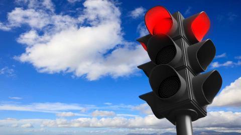 La mentira de los botones de los semáforos