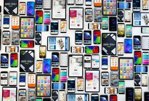 muchos smartphones juntos