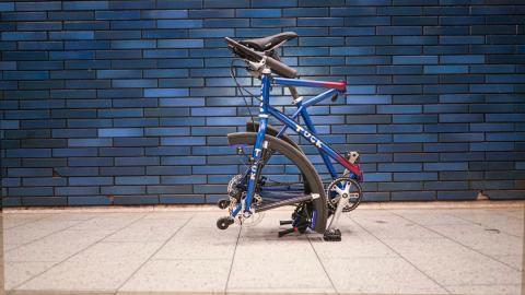 Bicicleta plegable con ruedas plegables