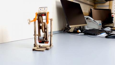 Robot de cartón