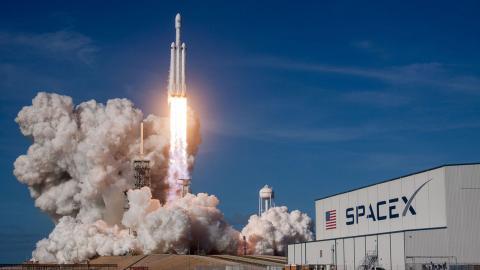 Crew Dragon de Space X se incorpora a la Estación Espacial Internacional