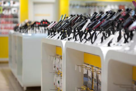 Exposición de móviles en una tienda
