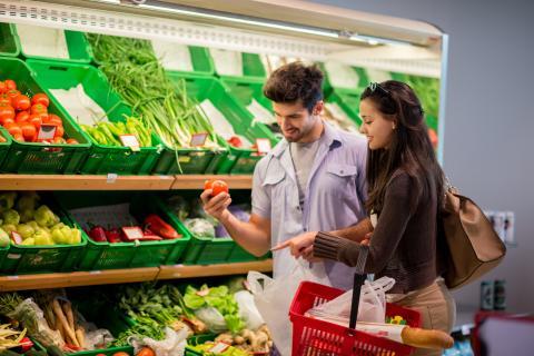 pareja supermercado