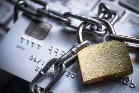 Tarjeta de crédito con candado