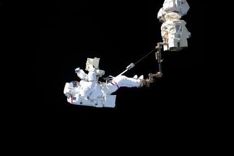 Astronauta de la ESA Luca Parmitano realizando un paseo espacial