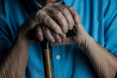 manos anciano