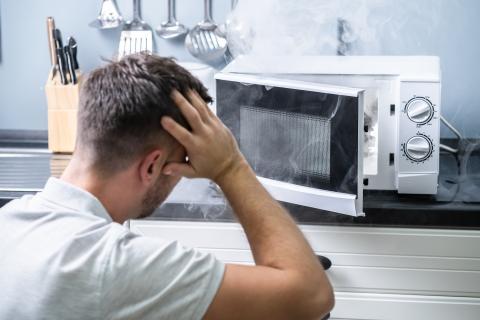 Alimentos que no debes cocinar en el microondas