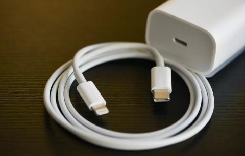 Cable y cargador de Apple