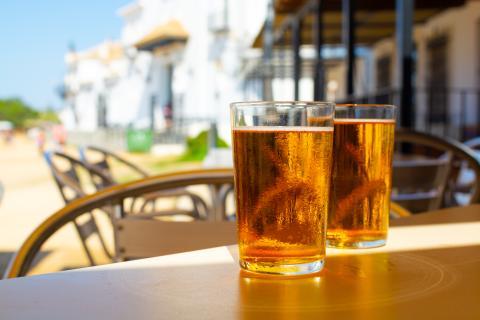 Cervezas en una terraza