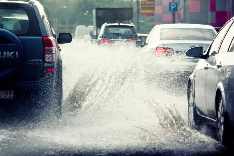 coches lluvia