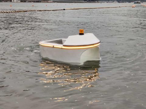 Este robot acuático limpia la basura que dejamos en el mar