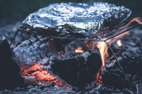 ¿Es seguro cocinar con papel de aluminio?