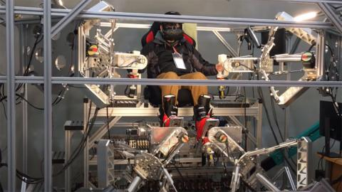 Robot Man-Machine Synergy Effectors