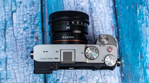 Objetivos compactos Sony de 24 mm, 40 mm y 50 mm