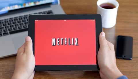 Viendo Netflix en una tablet