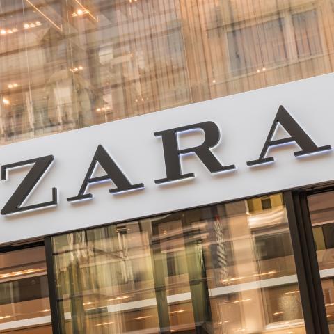 Puerta de una tienda de Zara