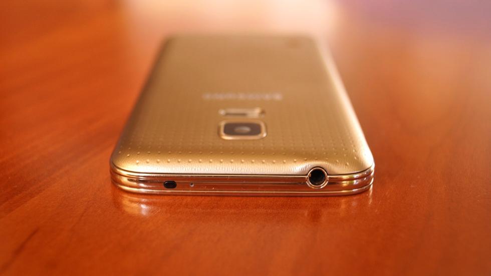 Samsung Galaxy S5 Mini toma de auriculares