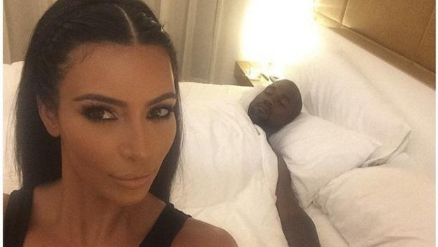 Selfie famoso de la celebrities Kim Kardashiam y su marido Keany West