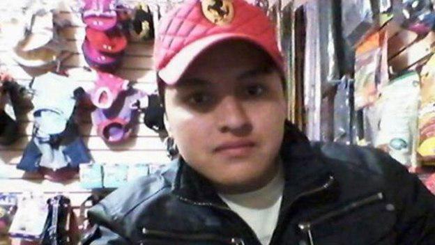 Selfie de un joven que murió de un tiro en la sien. El arma se disparó accidentalmente, causándole la muerte de forma inmediata. Ocurrió en México, donde un chico de 21 años se queria hacer una autofoto con una pistola apuntándole a la cabeza