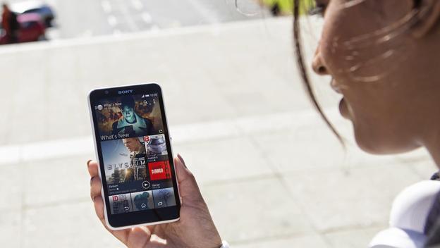 La pantalla del Sony Xperia E4 es de 5 pulgadas y tiene una resolución de  960x540 píxeles.