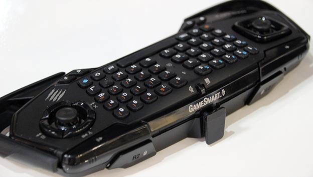El soporte para el smartphone se puede desmontar cuando lo uses con otros dispositivos.
